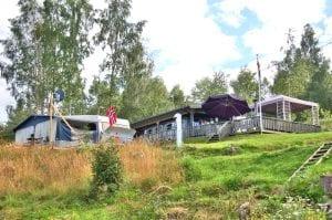 spikertelt og campingvogn på biristrand camping